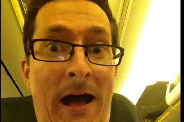 Người đàn ông chọn cách di chuyển bằng máy bay đi làm hàng ngày để tiết kiệm chi phí