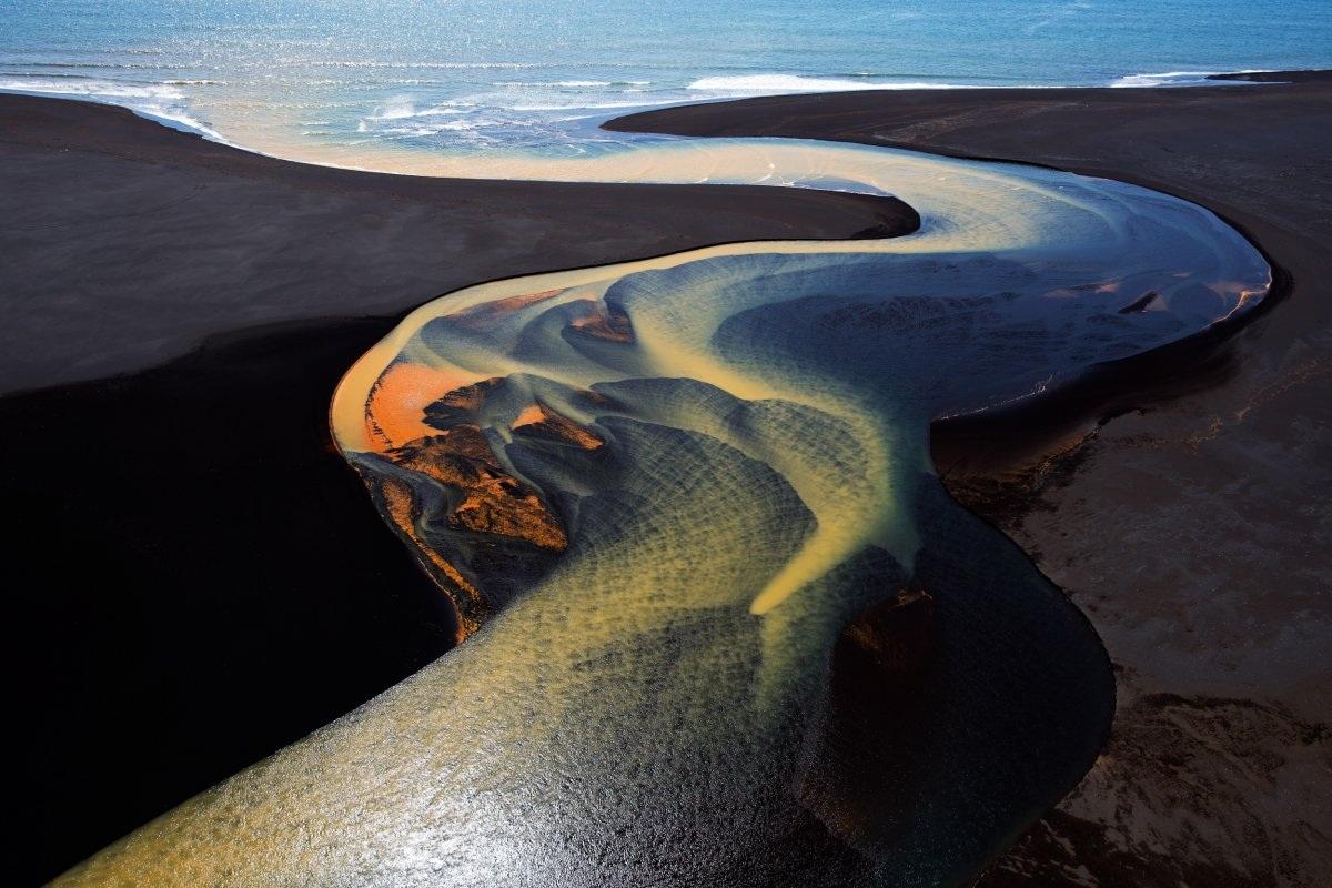 Hình ảnh chụp một con sông tuyệt đẹp ở phía nam Iceland. Tác giả: Stephen King