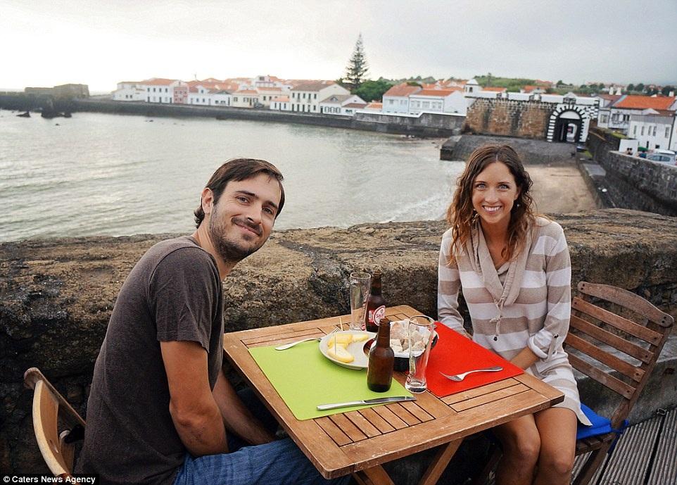 Bán toàn bộ tài sản, cặp đôi khám phá khắp nơi trên thế giới bằng thuyền - 10