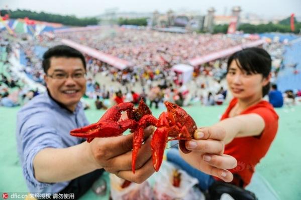 Lễ hội tôm hùm đất lần thứ 16 tổ chức tại huyện Xuyi, Giang Tô, Trung Quốc