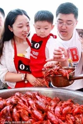 Tôm hùm đất đã trở thành thương hiệu riêng của huyện Xuyi
