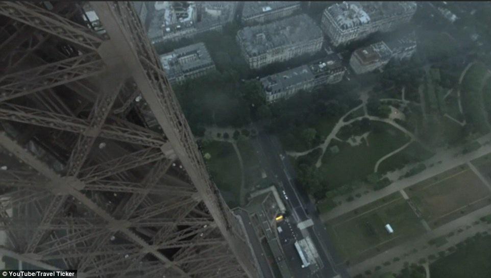 Thành phố Paris nhìn từ trên đỉnh Eiffel