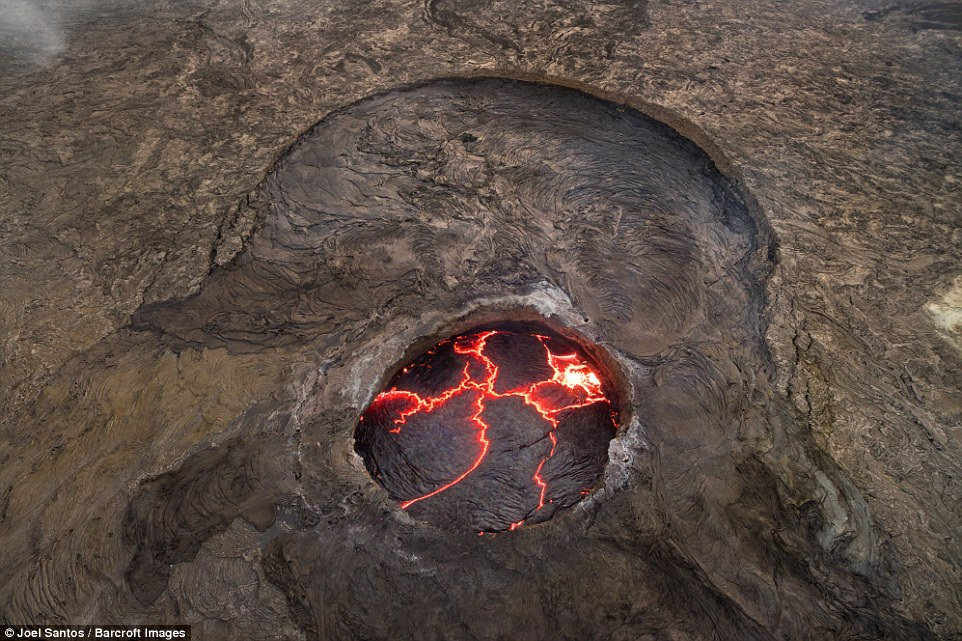 """Bước chân vào """"Cổng địa ngục"""" với những khoảnh khắc không thể tin nổi - 9"""
