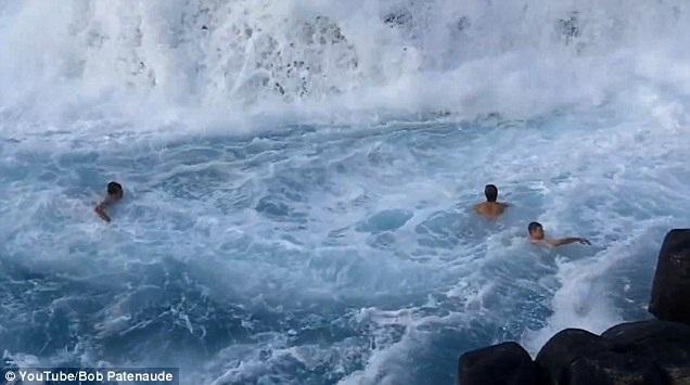 """Tuy nhiên, trước những con sóng dữ bất chợt, nơi này trở thành """"địa ngục"""" với những người không giỏi bơi lội"""