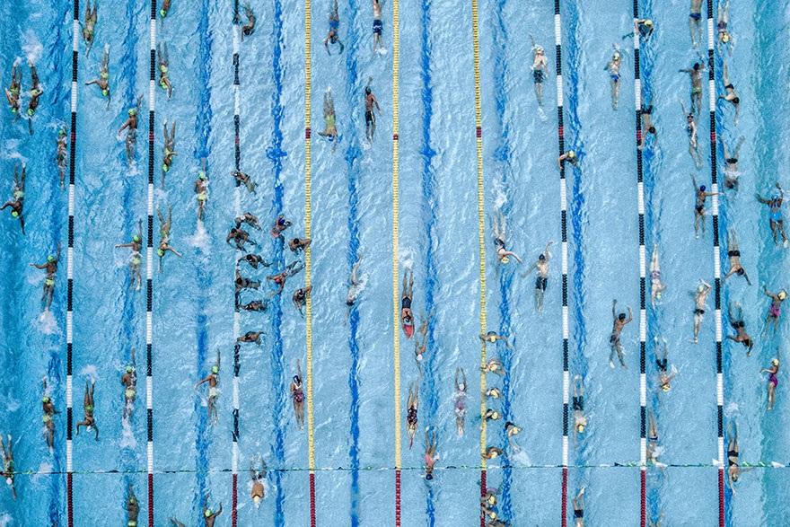 Giải nhì chủ đề thể thao mạo hiểm. Khoảnh khắc các thí sinh trong cuộc thi bơi lội ở Cucuta, Colombia.