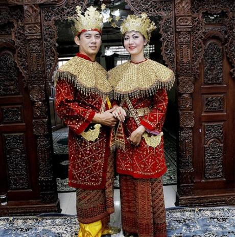 Vòng quanh thế giới ngắm trang phục cưới truyền thống của các cặp đôi - 4