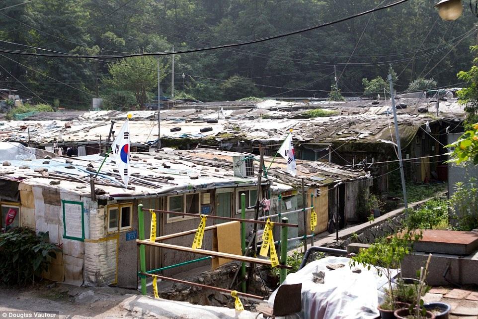 Khu ổ chuột rách nát khó tin giữa lòng Seoul hoa lệ - 10