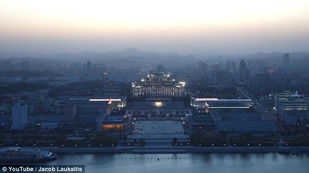 Thủ đô Bình Nhưỡng dưới ánh đèn nhìn từ trên cao