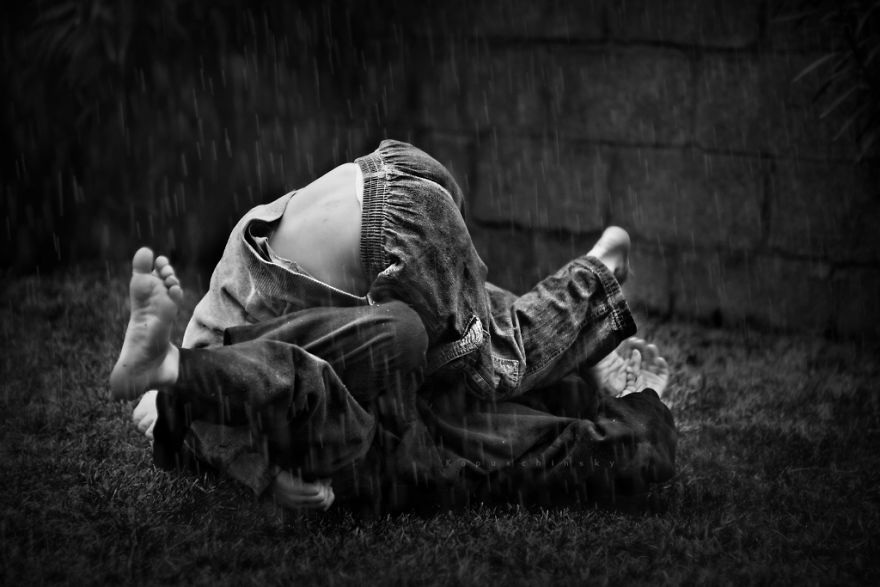 Vui đùa dưới mưa