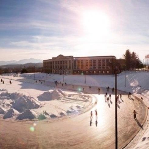 Đến nay, nơi này trở thành sân trượt băng công cộng.