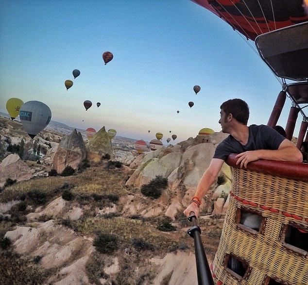 Goldberg có trải nghiệm thú vị trên khinh khí cầu ngắm nhìn vùng núi Cappadocia nổi tiếng của Thổ Nhĩ Kỳ từ trên cao