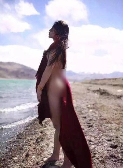 Hotgirl Trung Quốc khỏa thân bên hồ nước thiêng ở Tây Tạng