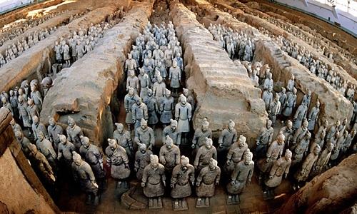 Đội quân đất nung gần lăng mộ Tần Thủy Hoàng là địa điểm du lịch nổi tiếng của Trung Quốc