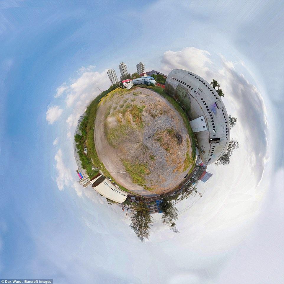 Dùng kỹ thuật chụp hình 360 độ, nhiếp ảnh gia biến nghĩa trang máy bay trở thành một hành tinh nhỏ