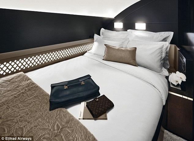 Giường ngủ với khăn trải nhập khẩu từ Italia