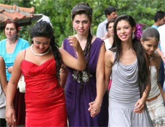 Phiên chợ cô dâu đặc biệt ở Bulgaria