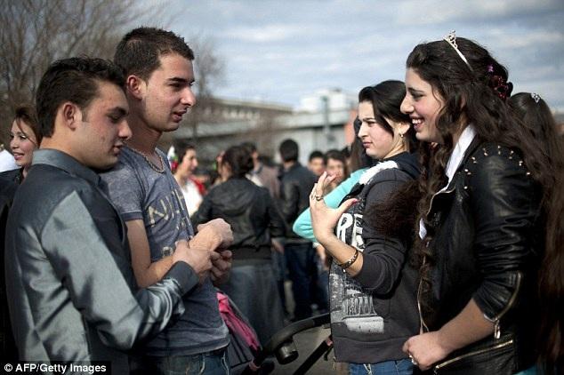 Phiên chợ là dịp các nam nữ thanh niên được làm quen, giao lưu với nhau