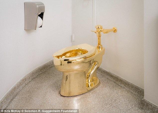 Công chúng có cơ hội được sử dụng bồn cầu bằng vàng 18 karat khi tới thăm bảo tàng ở New York