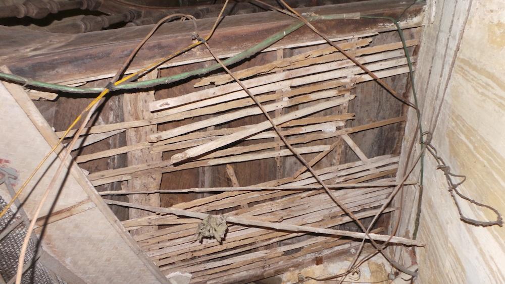 Hiện trạng xuống cấp của mái nhà