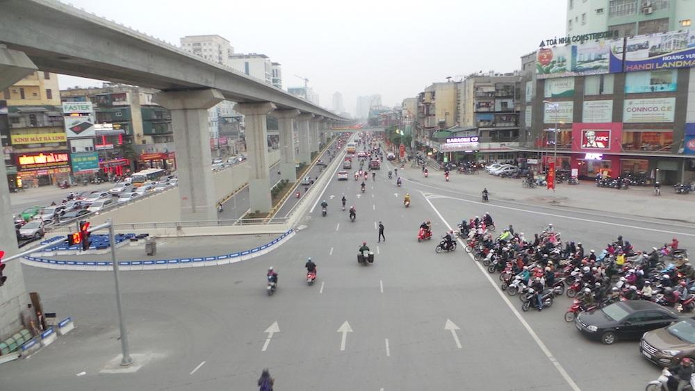 Còn đây là hình ảnh nút giao thông Nguyễn Trãi trong giờ cao điểm, không còn ùn tắc như trước - hình ảnh đối lập hoàn toàn với nút giao thông Khuất Duy Tiến.