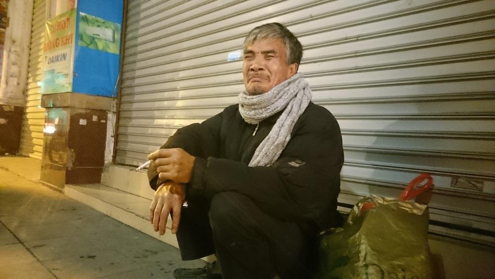 Hà Nội: Người vô gia cư run rẩy chống chọi với cái rét thấu xương - 9