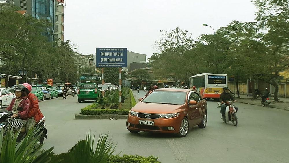 Trước khi báo Dân trí phản ánh, bãi xe này ngang nhiên hoạt động ngay gần đội thanh tra GTVT quận Thanh Xuân.