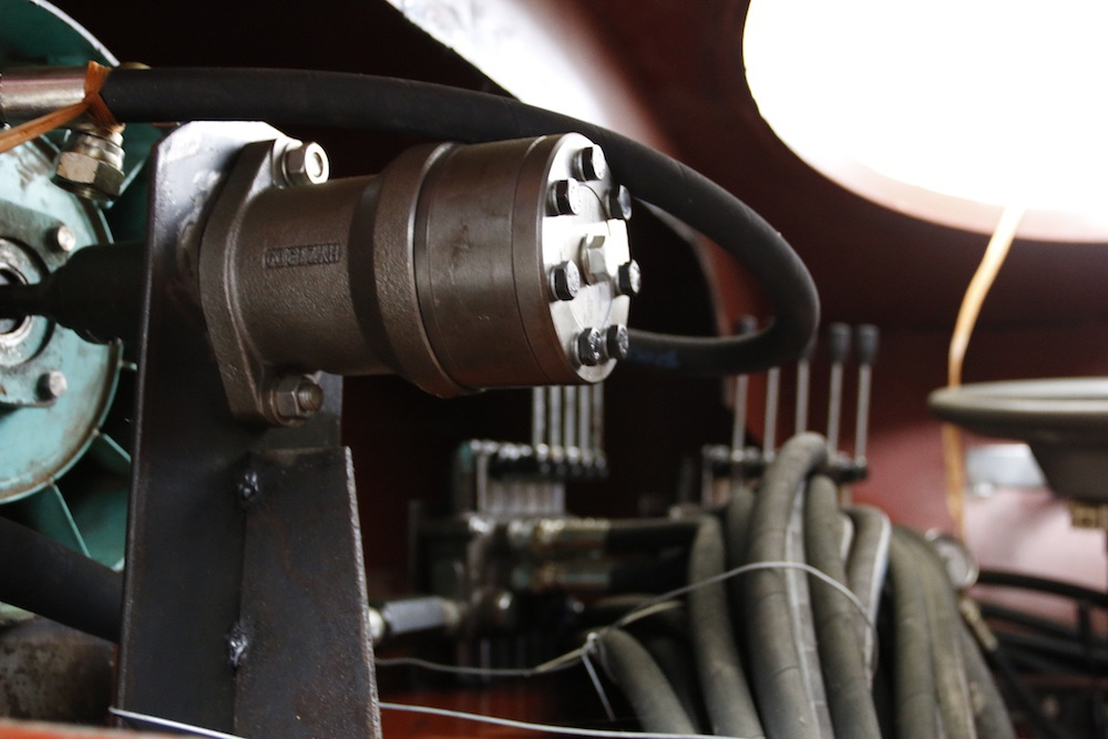 """Khám phá """"xe bọc thép"""" của thợ cơ khí không bằng cấp - 11"""