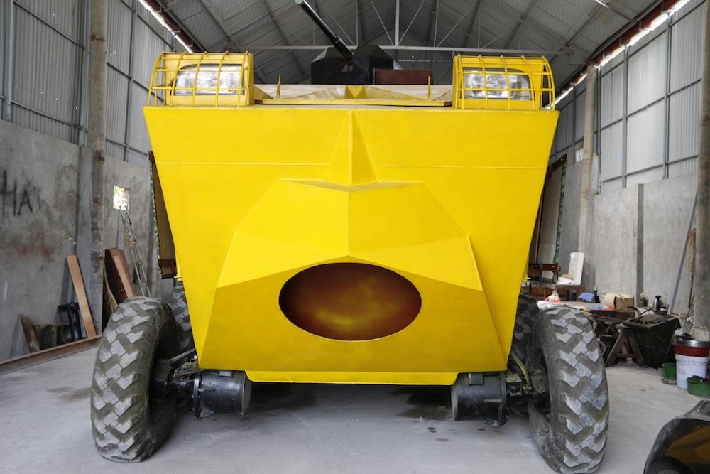 Phần đầu của chiếc xe bọc thép.