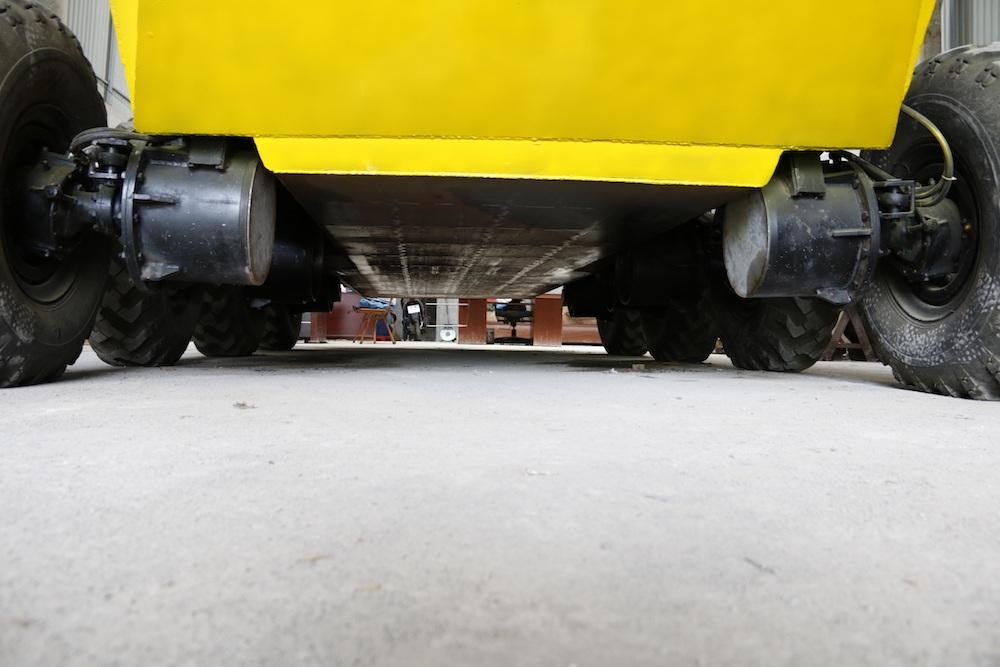 Phần gầm của xe bọc thép.
