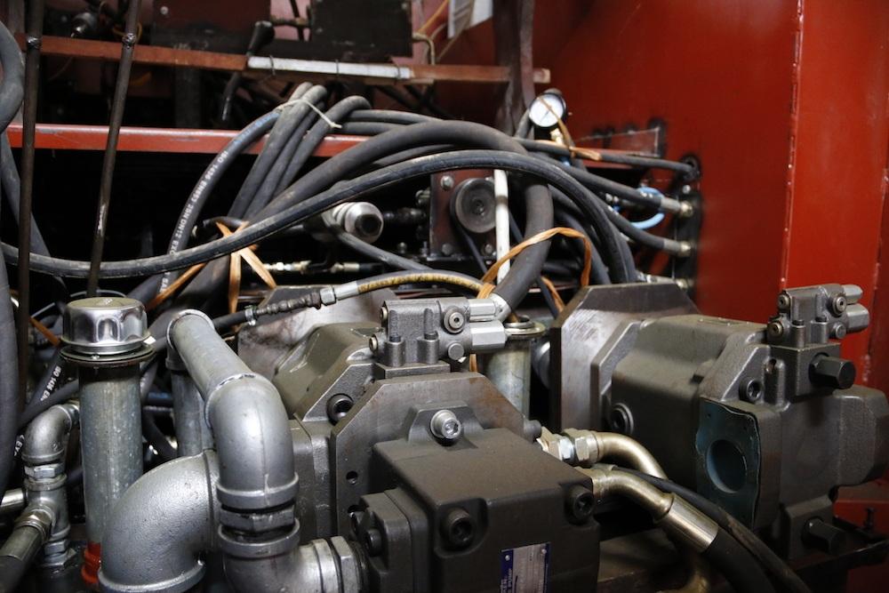 Phần máy móc dùng cho xe bọc thép ông Chính đang sử dụng là máy của ô tô Huyn đai loại 8 tấn.