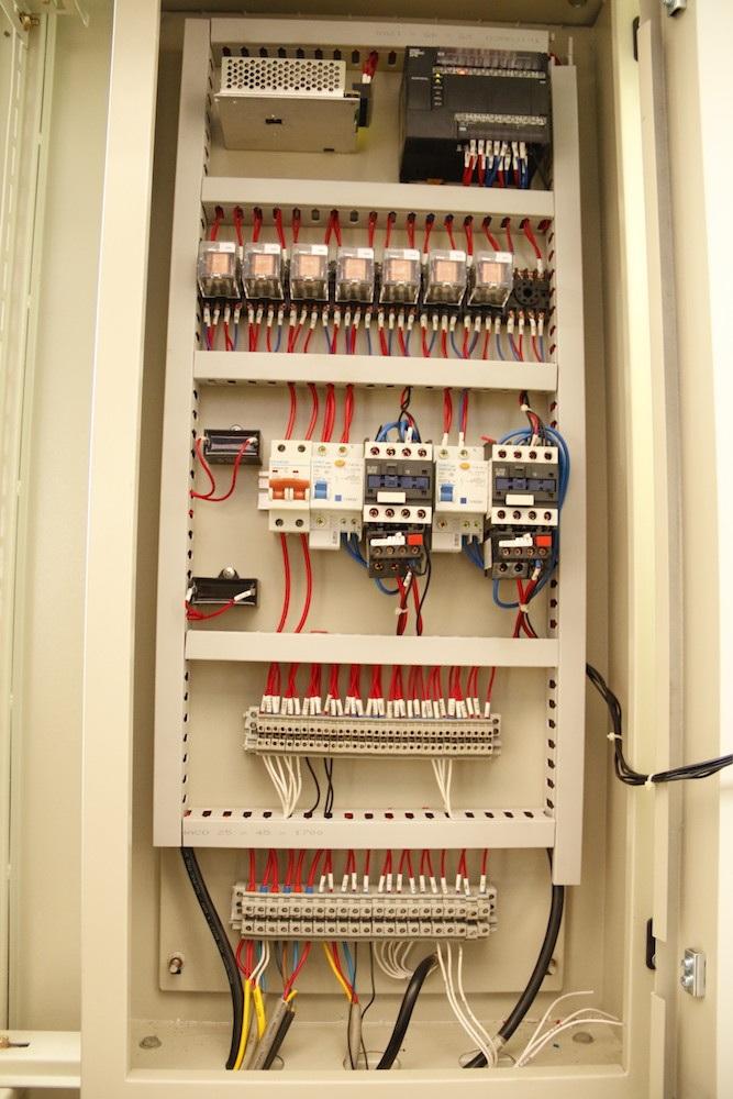 Bảng điều khiển của chiếc máy được lắp ngay phía sau.