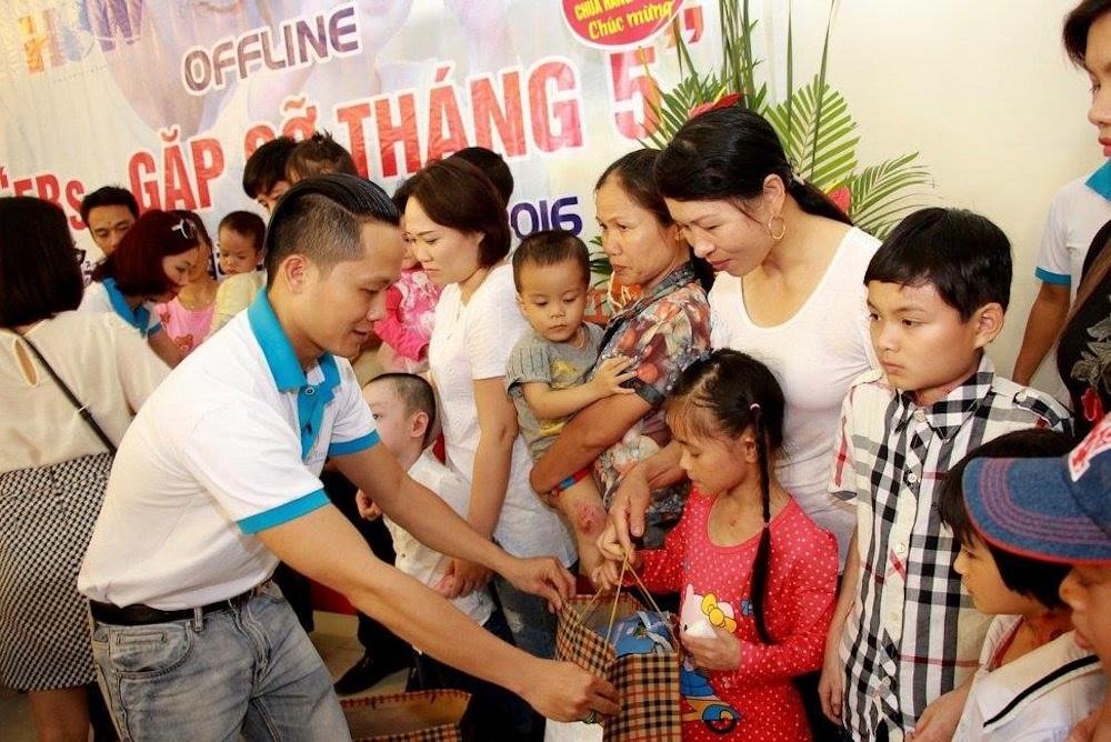 Biên đạo múa Tiến Thuận thường xuyên tham gia các chương trình thiện nguyện cùng với nhóm Niền Tin.