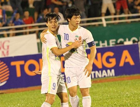 Sự trưởng thành của các cầu thủ trẻ như Công Phượng (10) là tín hiệu vui với bóng đá Việt Nam