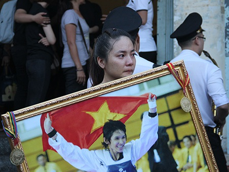 Nước mắt tiễn đưa vận động viên Hoàng Hà Giang - 8