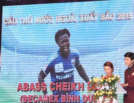 Abass là cầu thủ ngoại hay nhất, nhưng anh vắng mặt vì đang điều trị chấn thương ở nước ngoài