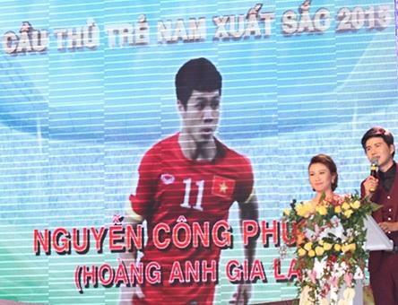Cầu thủ trẻ xuất sắc nhất năm 2015 Công Phượng cũng vắng mặt, vì đang tập trung cùng đội tuyển U23 Việt Nam