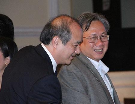 Tổng cục trưởng Tổng cục TDTT Vương Bích Thắng (trái) cũng đến tham dự đêm Gala