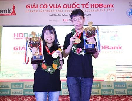 2 nhà vô địch Wang Hao và Phạm Lê Thảo Nguyên