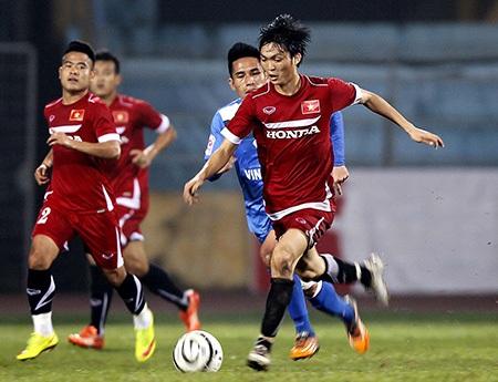 Tuấn Anh được tin tưởng ở vị trí tiền vệ tổ chức của đội tuyển Việt Nam (ảnh: Gia Hưng)