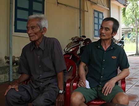 Ông Huỳnh Văn Nén (phải) và gia đình đòi bồi thường 18 tỷ đồng cho việc ngồi tù oan gần 18 năm (ảnh: Trọng Vũ)
