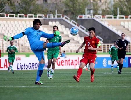 Đội tuyển Việt Nam hầu như không tạo được cơ hội nào có thể chuyển thành bàn thắng, trong trận đấu với Iraq tối 29/3 (ảnh: Nhật Đoàn)