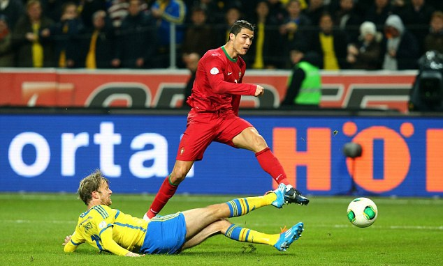 Ronaldo dù là siêu sao, nhưng vẫn chưa vươn đến đẳng cấp của Platini hay Zidane ngày trước