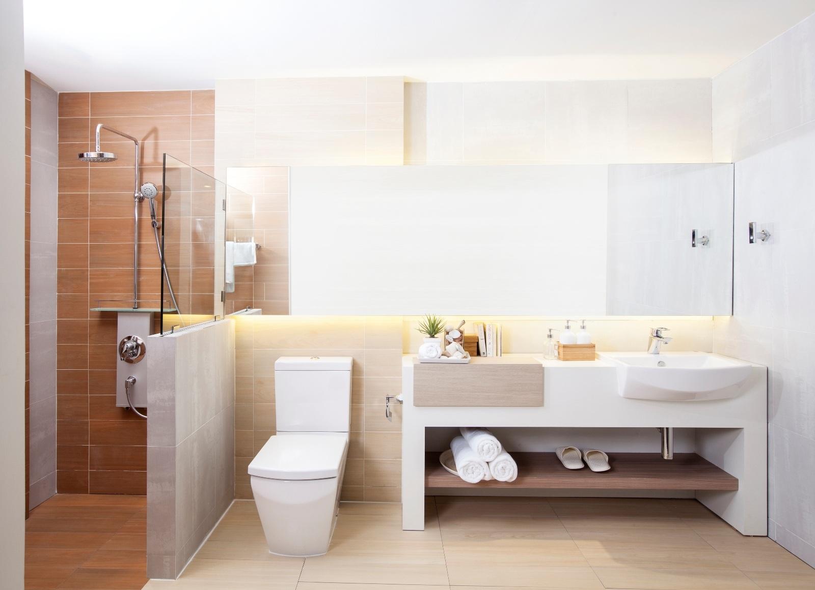 Phòng tắm mang phong cách lãng mạn, khơi gợi xúc cảm lại đặc biệt dành riêng cho các đôi mới cưới.