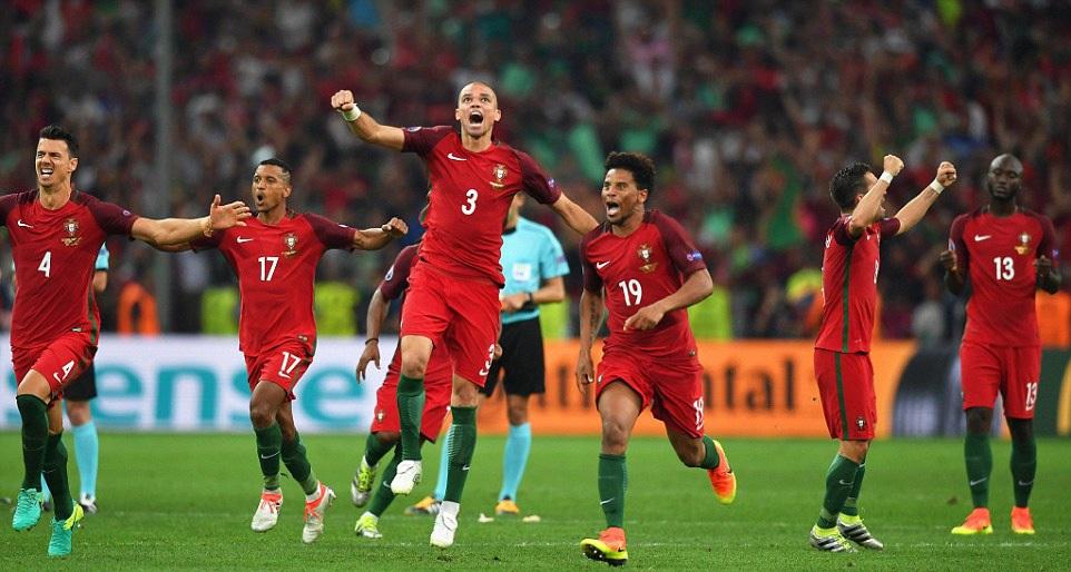 Bồ Đào Nha là đội đầu tiên không thắng trận nào vẫn vào đến bán kết Euro, tính từ khi giải này có thêm vòng đấu bảng