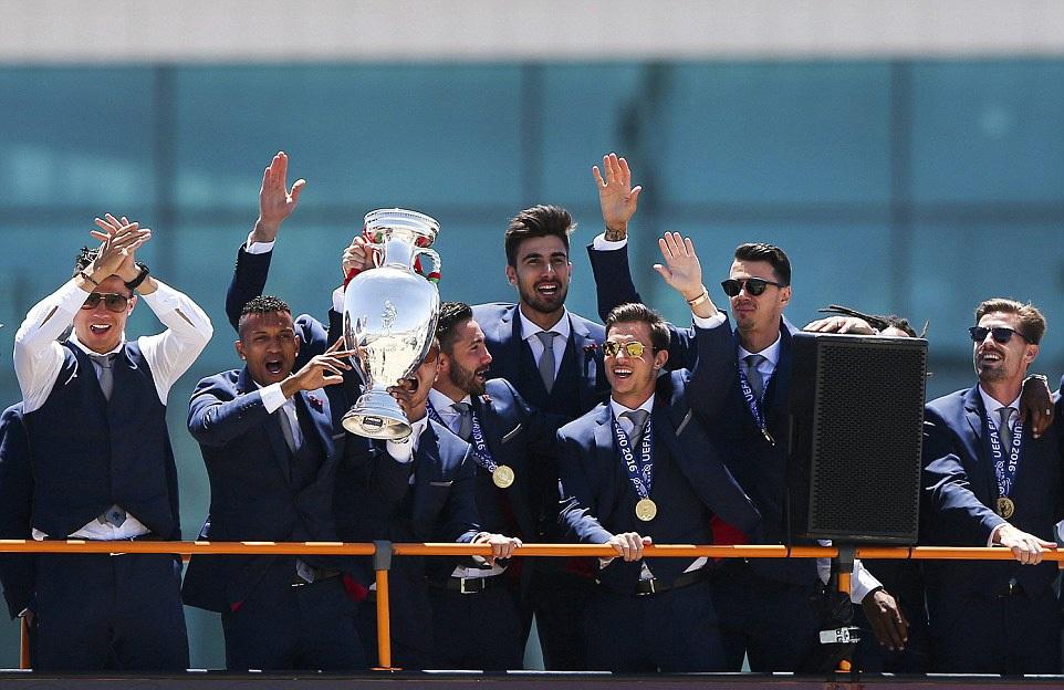 Cúp vô địch Euro đã được về Bồ Đào Nha