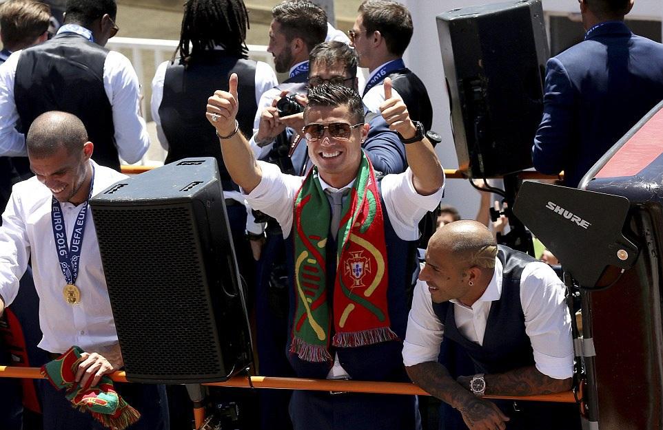 Ronaldo tiếp tục ngất ngây trong men say chiến thắng