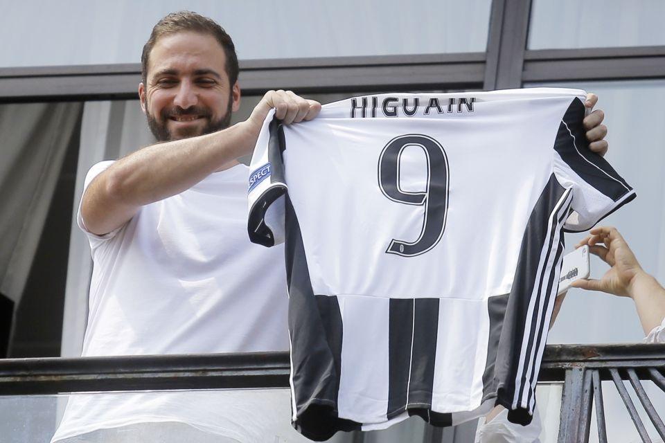 Mùa tới, người hâm mộ Việt Nam sẽ được xem Higuain tung hoành trong màu áo mới Juventus