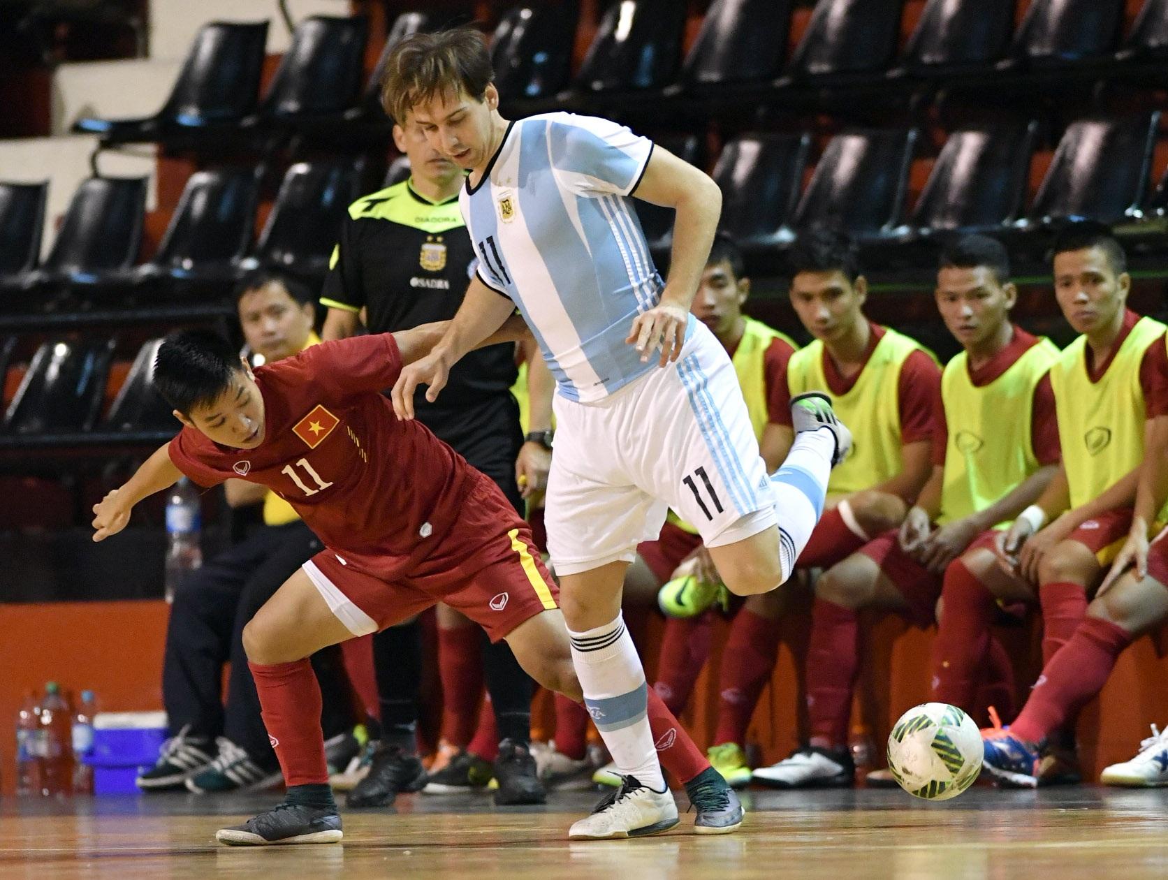 Đội bóng của HLV Bruno Garcia sẽ tái ngộ với Argentina sau 3 ngày nữa, trước khi sang Colombia đá VCK World Cup futsal 2016