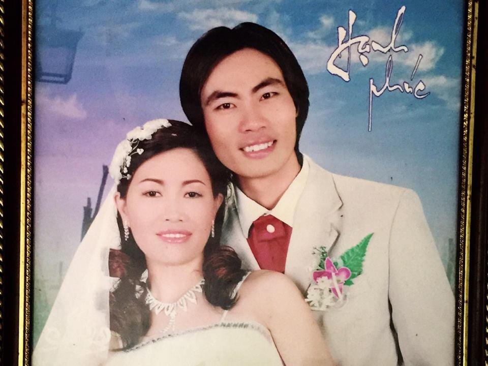 Ảnh cưới của chị Thắm và người chồng nhẫn tâm của mình.