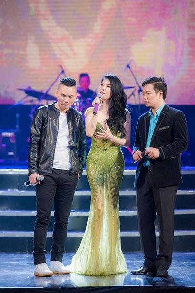 Tú Dưa xuất hiện trên sân khấu liveshow Thu Phương. Anh cũng là nhà sản xuất của chương trình (Ảnh: Cường Kevin)